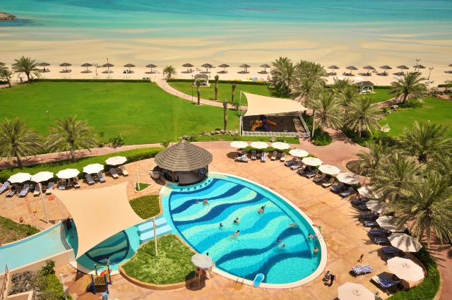 Danat Jebel Dhanna Resort bestowed HolidayCheck Award