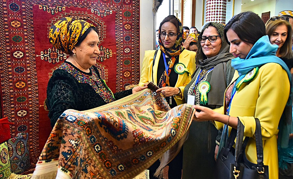 Turkmen Carpet Holiday is celebrated with participation of foreign connoisseurs of ancient art