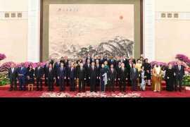 """中国领导人欢迎出席第二届""""一带一路""""国际合作高峰论坛的外方领导人夫妇及嘉宾"""