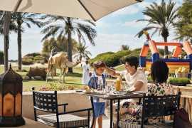 «Пятничный бранч в саду» отеля Bab Al Shams
