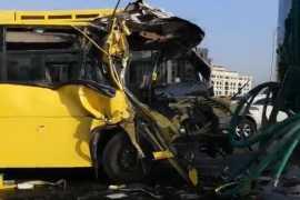 В Дубае 15 школьников пострадали в результате аварии школьного автобусе