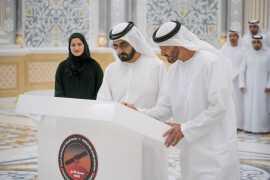 Правители ОАЭ расписались на последней детали марсианского зонда Al Amal
