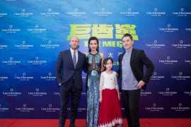 宝齐莱全球形象代言人李冰冰 佩戴品牌腕表出演《巨齿鲨》(视频)