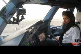 Female Etihad pilots give rare view of A380 taking off for Paris (Video)