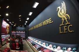路易斯·加西亚受邀出席利物浦俱乐部位于迪拜购物中心专卖店的开业庆典
