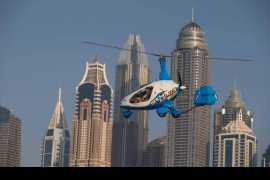 Stan Wawrinka spins around in a Skydive Dubai gyrocopter!