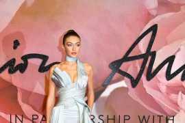 Dressed in Atelier Versace, Gigi Hadid scoops International Model of the Year in London!