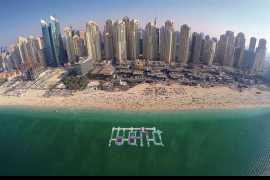 中东最大的海上漂浮乐园开业